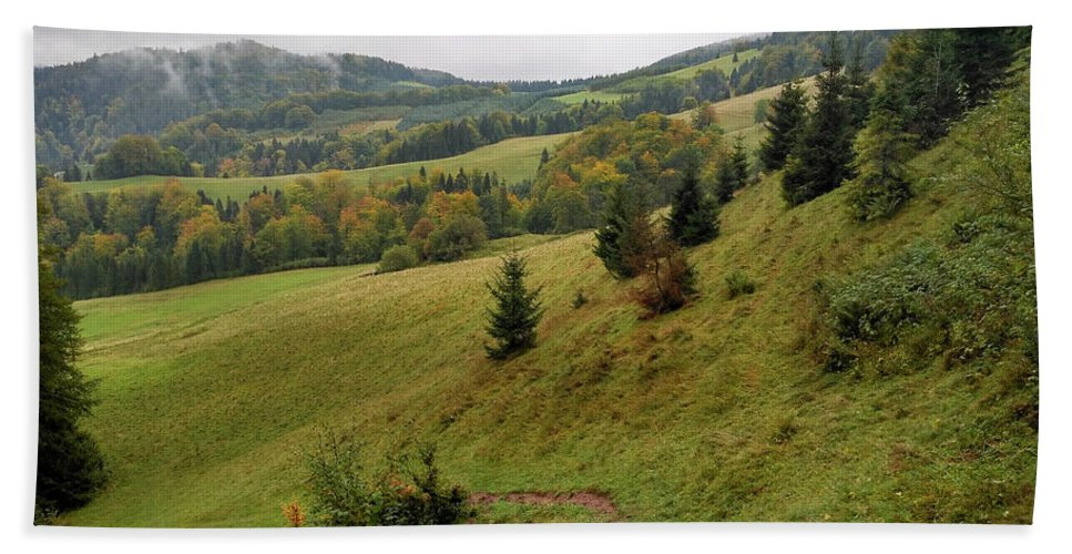 Pieniny Bath Towel featuring the photograph Highlands Landscape In Pieniny by Arletta Cwalina