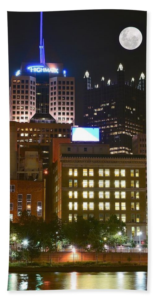 Pittsburgh Bath Sheet featuring the photograph Highmark by Frozen in Time Fine Art Photography