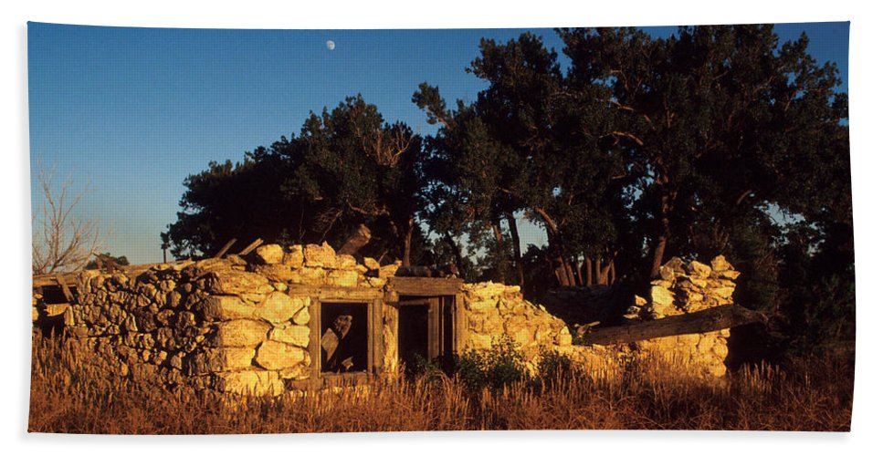 Landscape Hand Towel featuring the photograph Highway 30 Homestead by Jerry McElroy