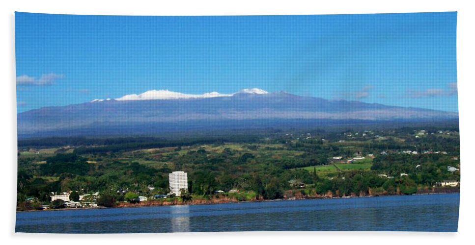 Hawaii Bath Sheet featuring the photograph Hilo Bay by Dina Holland