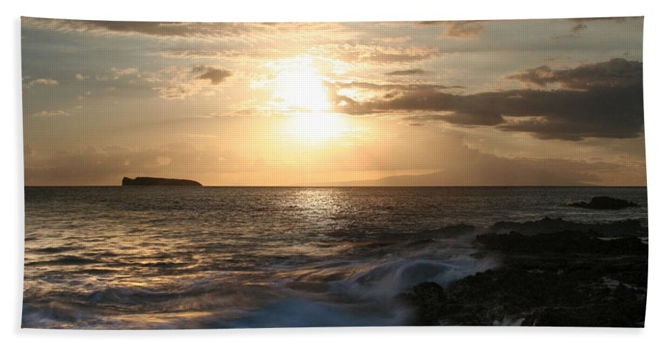 Aloha Hand Towel featuring the photograph Hiro Pa Mai Pa Mai Ka Makani Nui O Paako by Sharon Mau