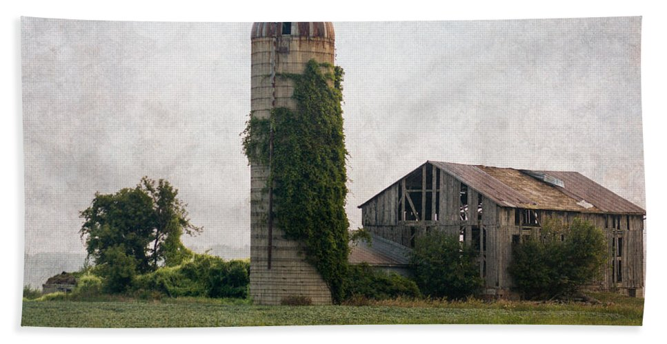 Art Canvas Print Hand Towel featuring the photograph Historical Farm Scene by Garvin Hunter