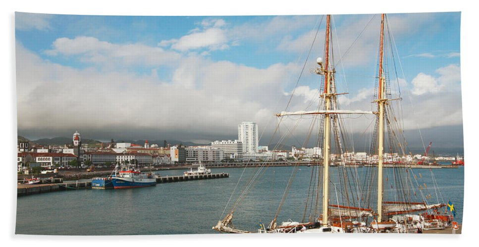Hms Falken Bath Towel featuring the photograph Hms Falken by Gaspar Avila