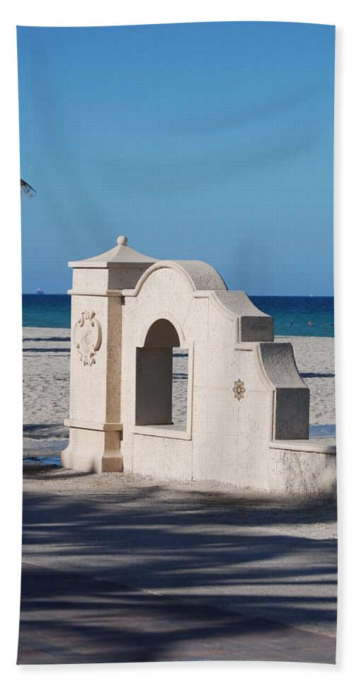 Beach Hand Towel featuring the photograph Hollywood Beach Wall In Color by Rob Hans