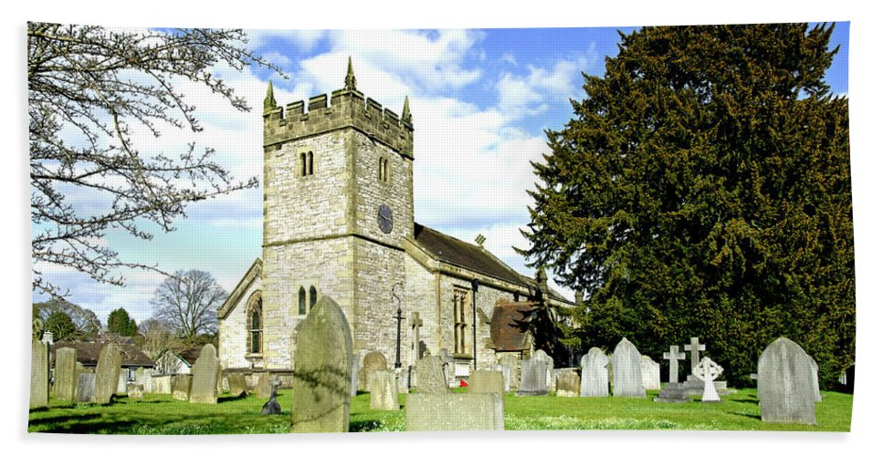Derbyshire Bath Sheet featuring the photograph Holy Trinity Church - Ashford-in-the-water by Rod Johnson