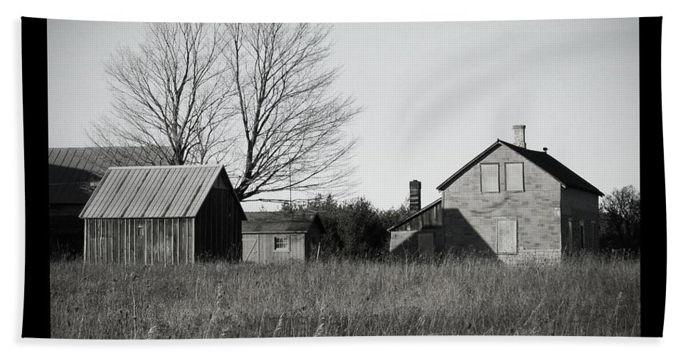 Deserted Bath Sheet featuring the photograph Homestead by Tim Nyberg