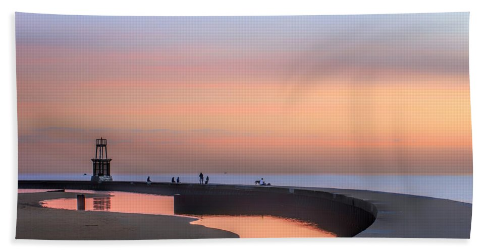 Dawn Hand Towel featuring the photograph Hook Pier Lighthouse - Chicago by Nikolyn McDonald