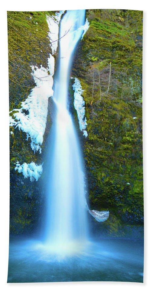 Bath Sheet featuring the photograph Horsetail Falls by Brian O'Kelly