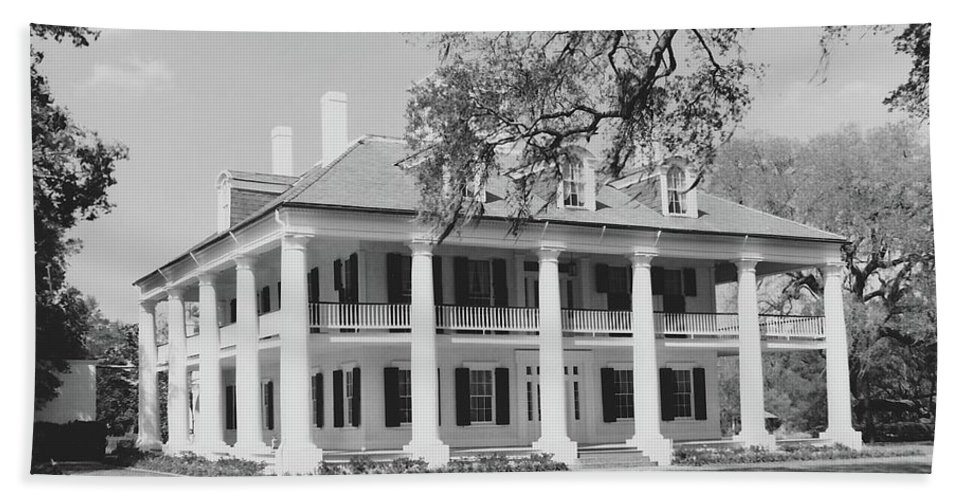 Plantation Homes Hand Towel featuring the photograph Houmas House by Michelle Powell
