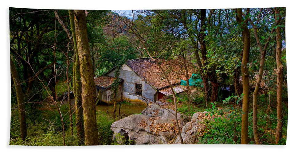 Landscape Hand Towel featuring the photograph House In China Woods by James O Thompson
