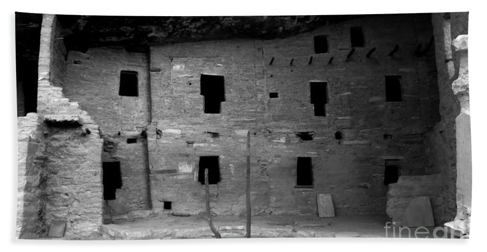 Anasazi Bath Sheet featuring the photograph House Of Windows by David Lee Thompson
