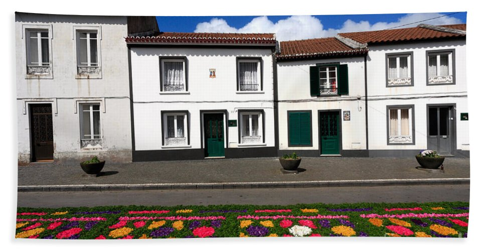 Azores Bath Towel featuring the photograph Houses In The Azores by Gaspar Avila