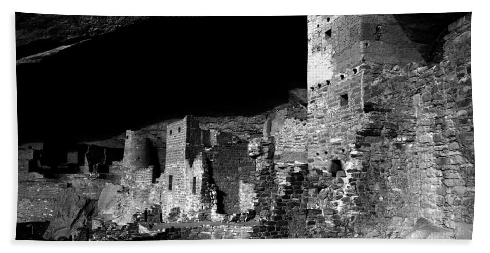 Mesa Verde National Park Colorado Hand Towel featuring the photograph Houses Of The Holly by David Lee Thompson