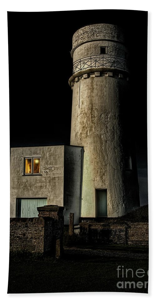Lighthouse Hand Towel featuring the photograph Hunstanton Lighthouse At Night by John Edwards