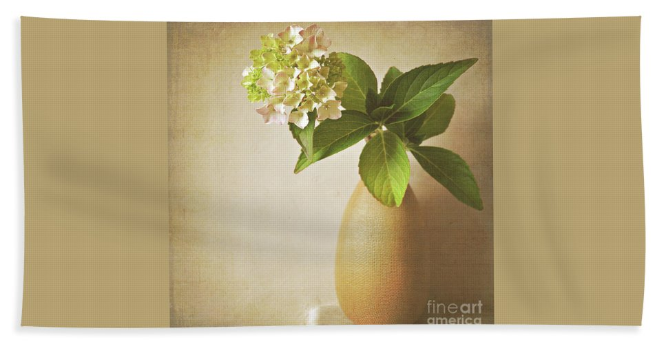 Hydrangea Hand Towel featuring the photograph Hydrangea With Leaves by Lyn Randle