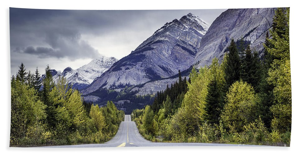 Banff National Park Bath Sheet featuring the photograph Icefield Parkway by Daryl L Hunter