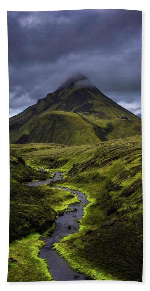 Moss Bath Towel featuring the photograph Icelandic Highlands by Tor-Ivar Naess