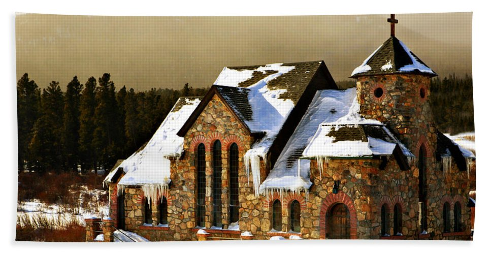 Americana Hand Towel featuring the photograph Icicles by Marilyn Hunt