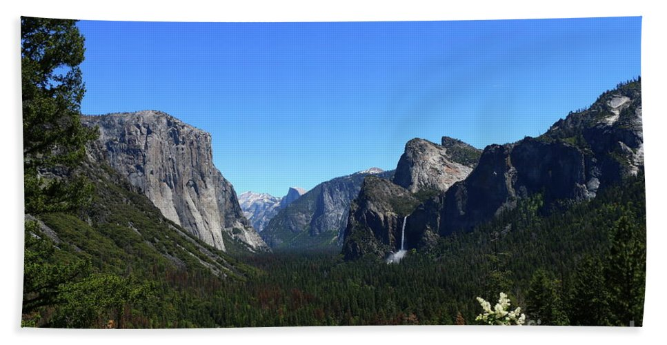 Glacier Point Hand Towel featuring the photograph Imposing Alpine World - Yosemite Valley by Christiane Schulze Art And Photography
