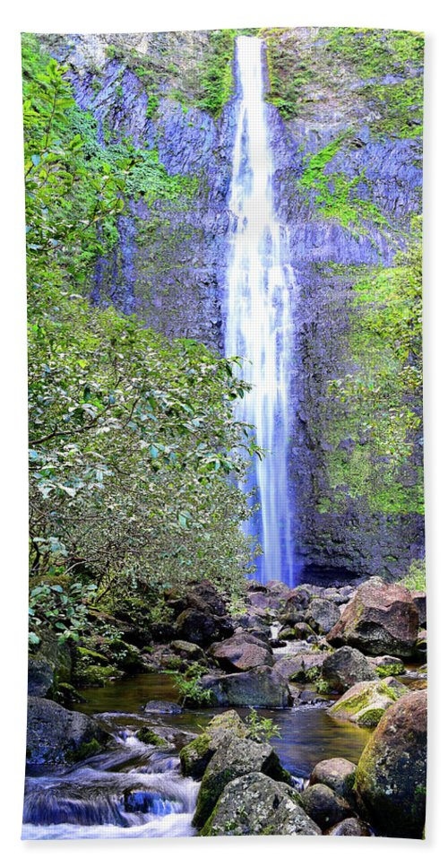Hanakapi'ai Falls Bath Sheet featuring the photograph Infinity Falls by Jason Panczenko