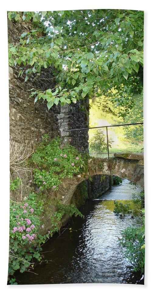 Inistioge Bath Sheet featuring the photograph Inistioge by Kelly Mezzapelle