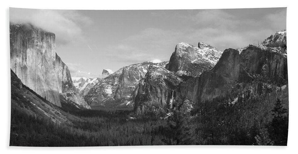Yosemite Bath Sheet featuring the photograph Inspiration Point by Travis Day