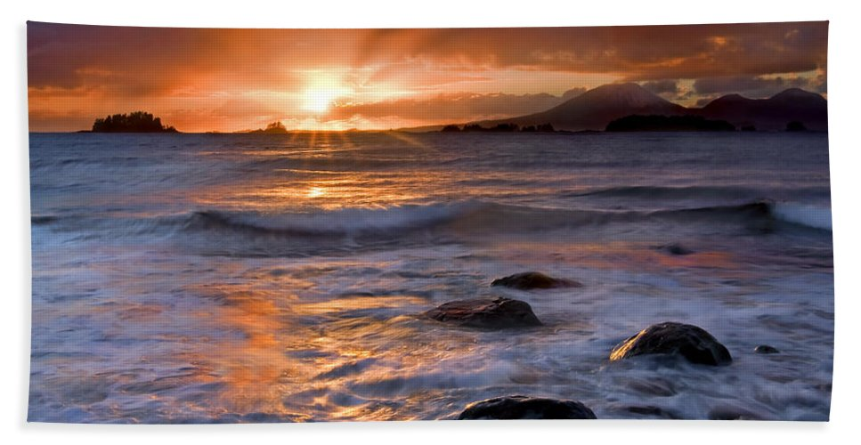 Alaska Bath Towel featuring the photograph Inspired Light by Mike Dawson
