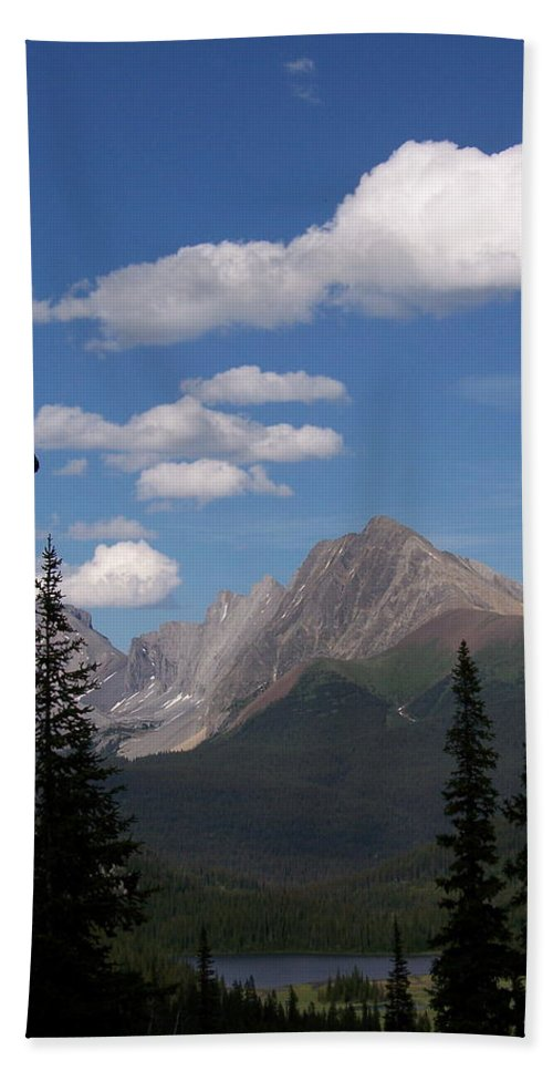 Spectacular View Hand Towel featuring the photograph Into The Valley by Greg Hammond
