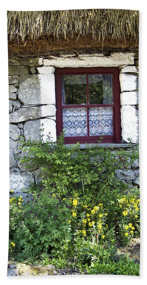 Irish Bath Towel featuring the photograph Irish Cottage Window County Clare Ireland by Teresa Mucha