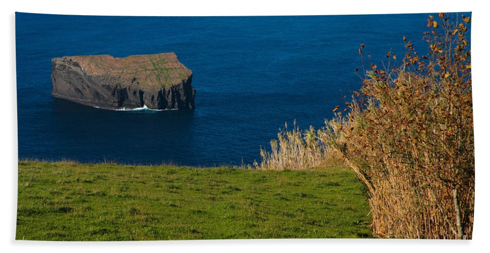 Isle Hand Towel featuring the photograph Islet by Gaspar Avila