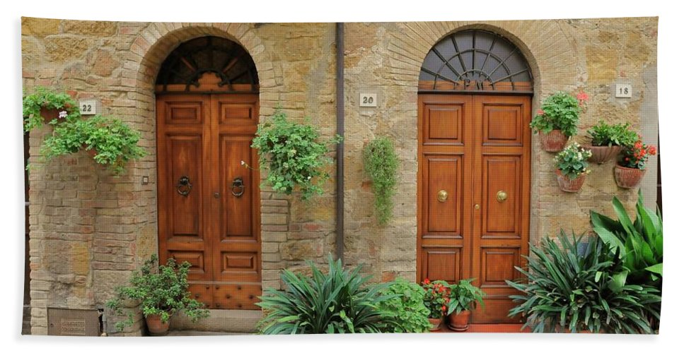 Europe Hand Towel featuring the photograph Italy - Door Seventeen by Jim Benest