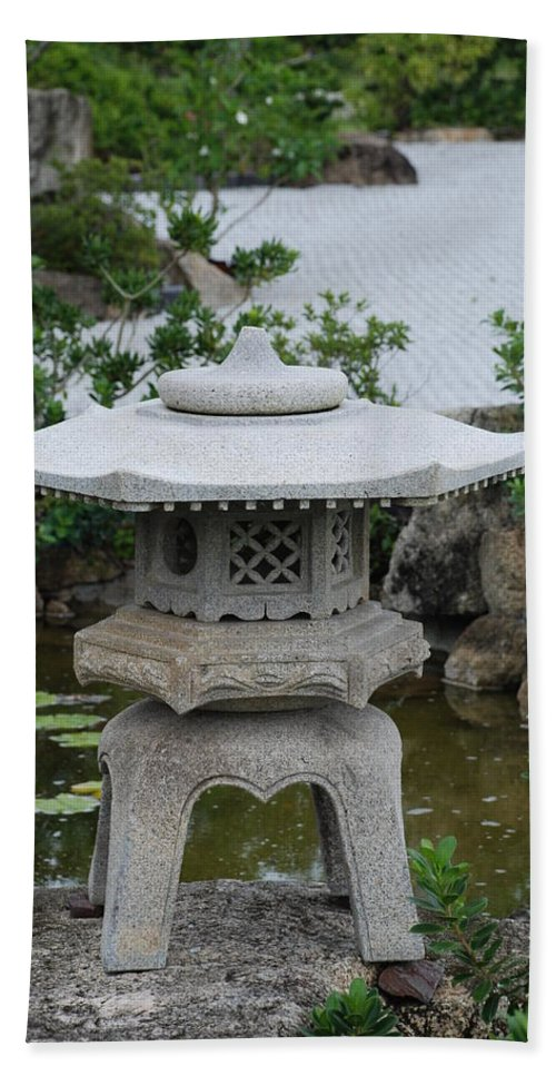 Rocks Bath Towel featuring the photograph Japanese Lantern by Rob Hans