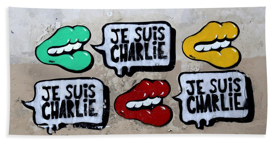 Je Suis Charlie Bath Sheet featuring the photograph Je Suis Charlie by Andrew Fare