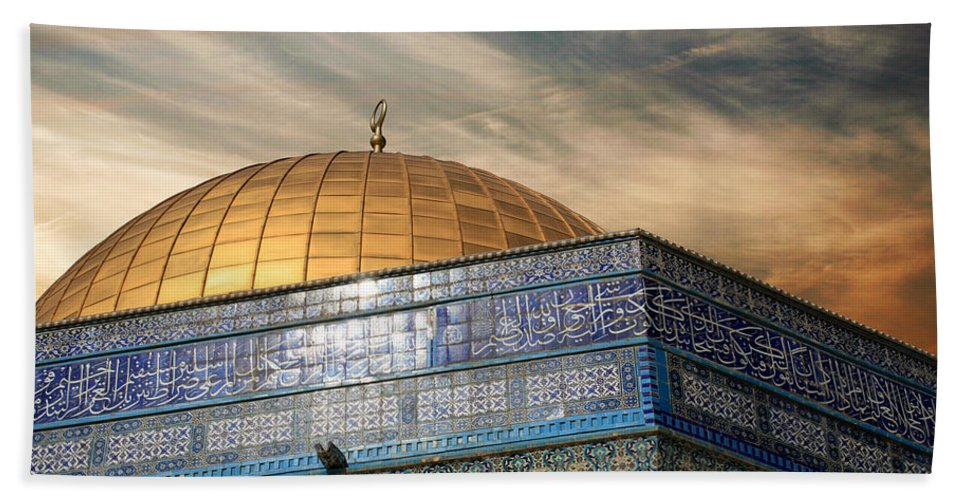 Dome Bath Sheet featuring the photograph Jerusalem - Dome Of The Rock Sky by Munir Alawi