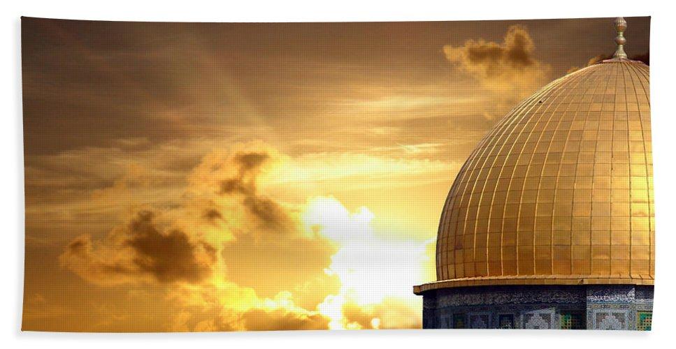 Jerusalem Bath Sheet featuring the photograph Jerusalem - The Morning Light by Munir Alawi