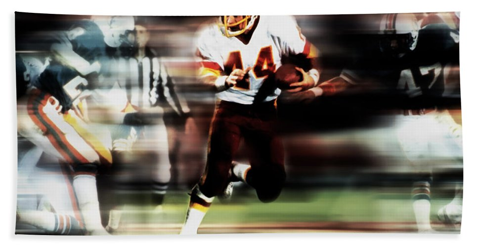John Riggins Hand Towel featuring the mixed media John Riggins by Brian Reaves
