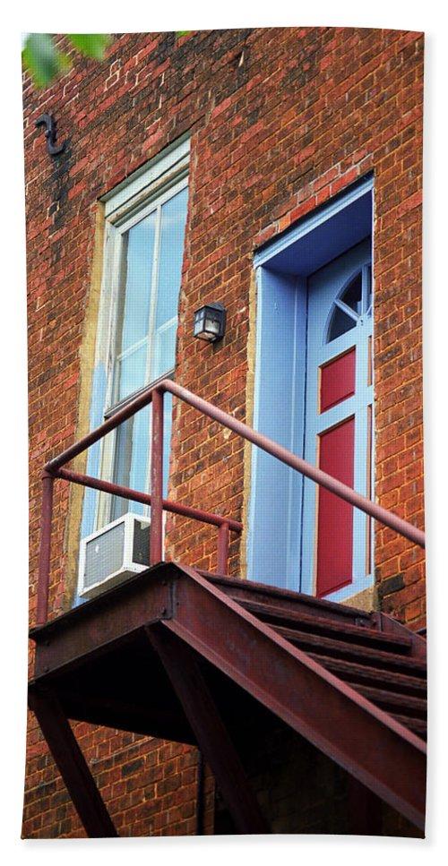 America Bath Sheet featuring the photograph Jonesborough Tenessee - Upstairs Neighbors by Frank Romeo