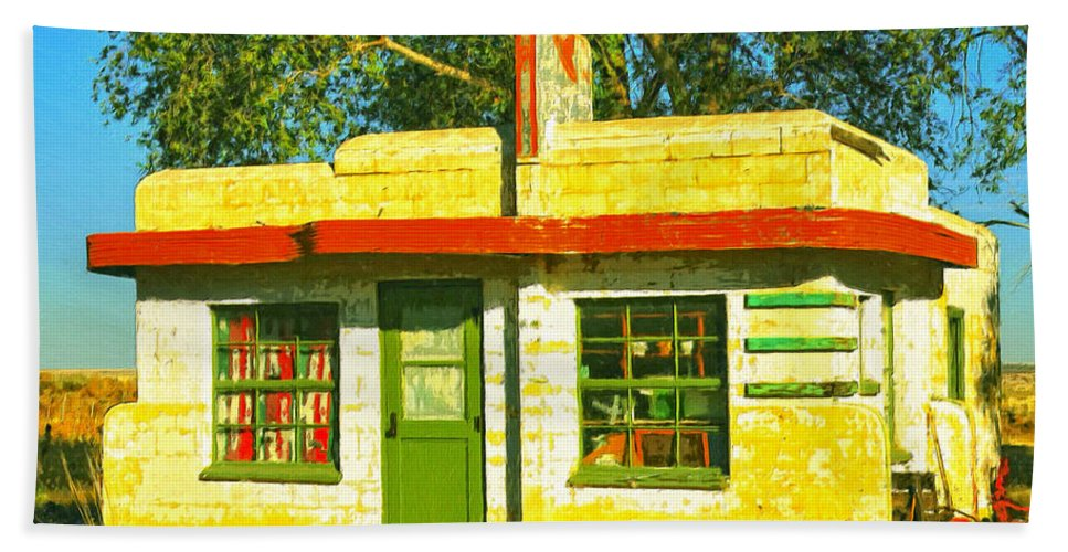 Old Motel Hand Towel featuring the painting Juarez Motel by Dominic Piperata