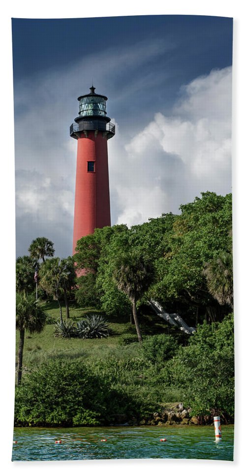 Jupiter Inlet Lighthouse Hand Towel featuring the photograph Jupiter Inlet Lighthouse by Laura Fasulo