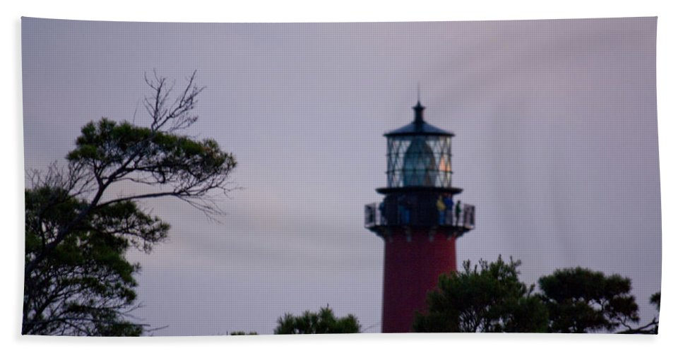 Jupiter Inlet Hand Towel featuring the photograph Jupiter Lighthouse by Donna Walsh