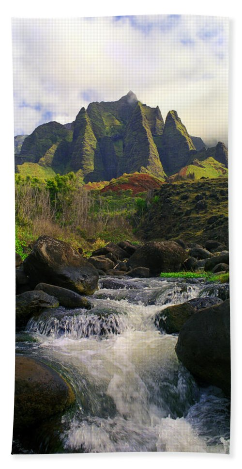 Hawaii Bath Sheet featuring the photograph Kalalau Cathedral by Kevin Smith