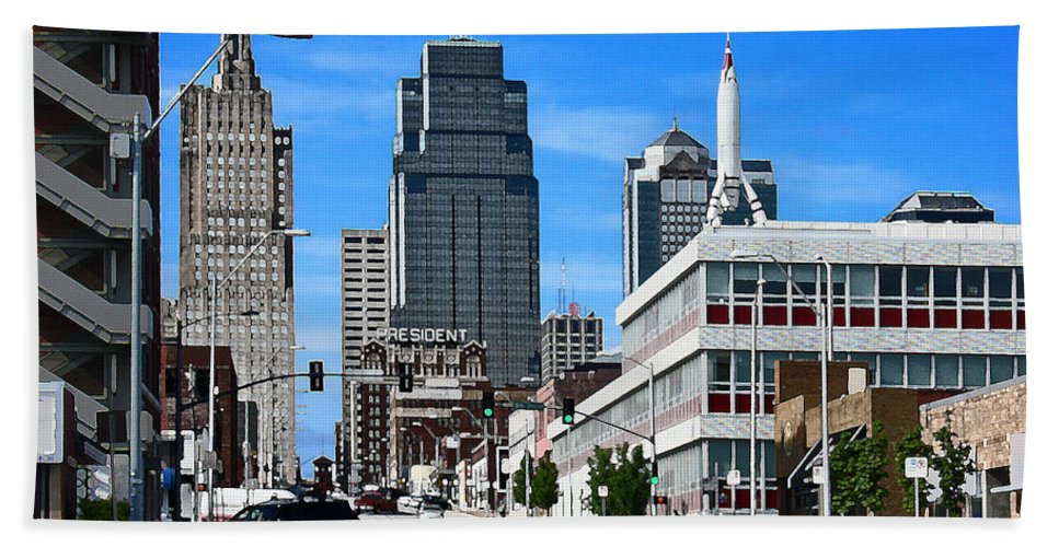 City Scape Bath Towel featuring the photograph Kansas City Cross Roads by Steve Karol