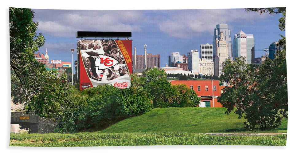 Landscape Bath Towel featuring the photograph Kansas City Sky Line by Steve Karol
