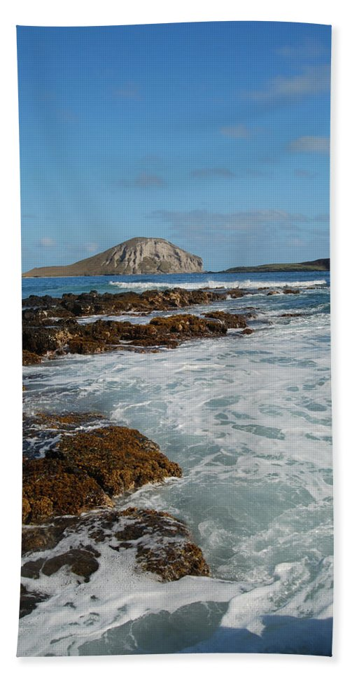 Manana Island Bath Sheet featuring the photograph Kaupo Beach by Michael Peychich