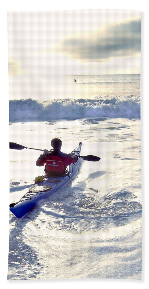 Kayaker Hand Towel featuring the photograph Kayakers Sunrise by Robert Ponzoni