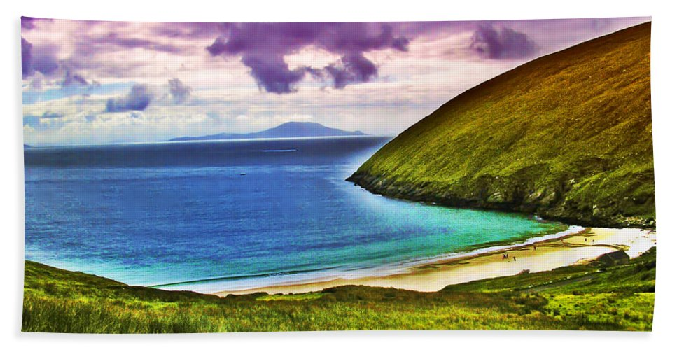 Keem Bay Hand Towel featuring the photograph Keem Bay - Ireland by Bill Cannon