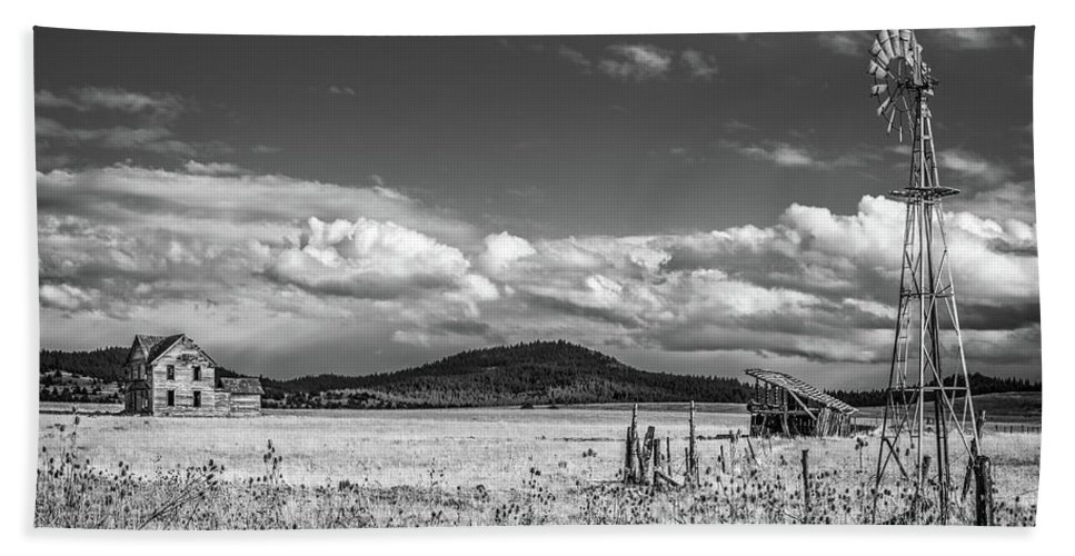Oregon Bath Sheet featuring the photograph King Homestead_bw-1593 by Joe Hudspeth