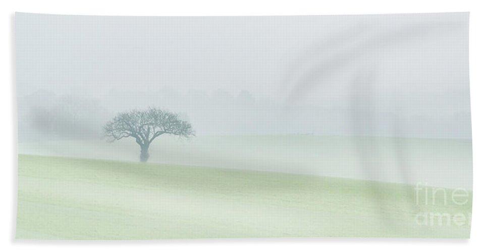 Kingthorpe Bath Sheet featuring the photograph Kingthorpe In The Mist by Richard Burdon