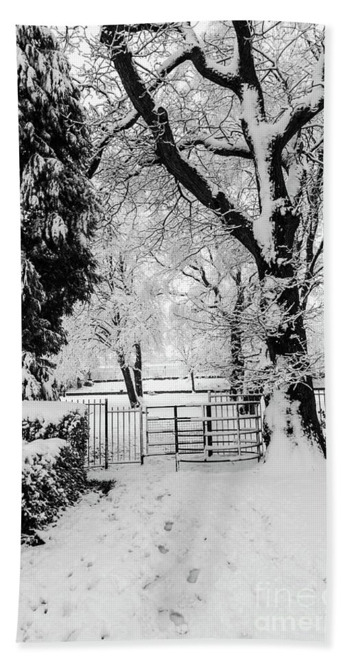 Kissing Gate Hand Towel featuring the photograph Kissing Gate In The Snow by Steve Purnell