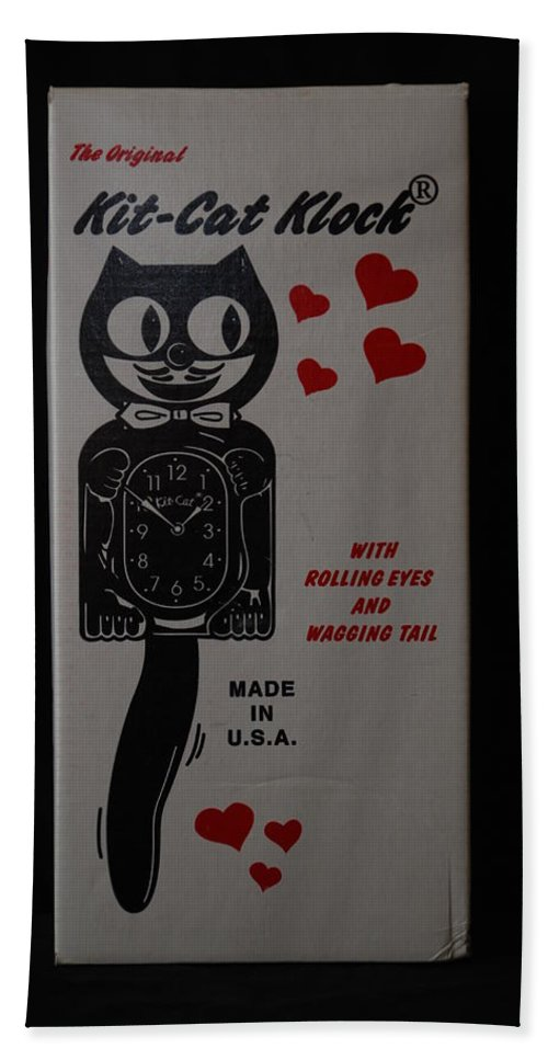 Face Hand Towel featuring the photograph Kit Cat Klock by Rob Hans